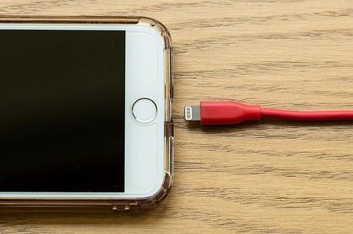 アップルのライトニングケーブル