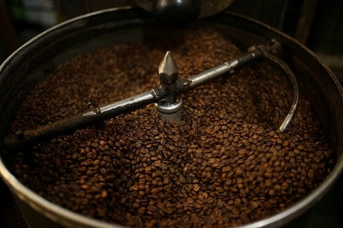 コーヒー豆を焙煎する
