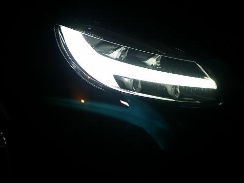 VOLVO V40のヘッドライト