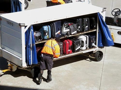 空港の手荷物の運搬