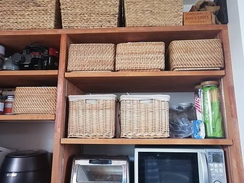 キッチンの籐カゴ