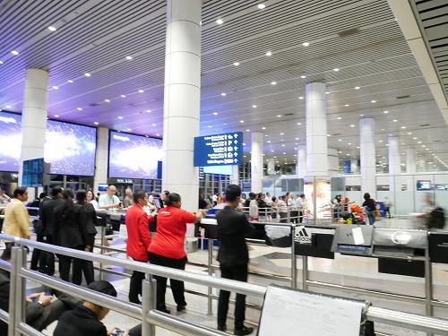 空港到着フロアの制限フロアから一般フロアにでたところ