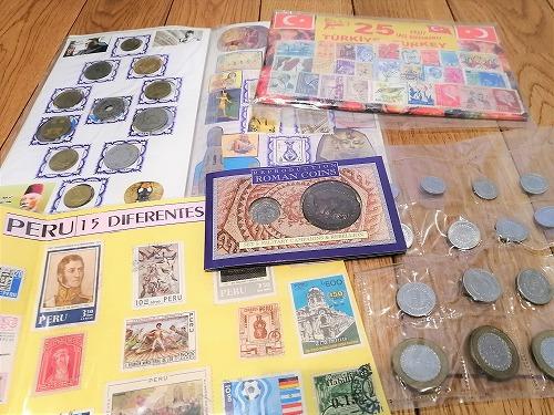お土産のコインや切手セット