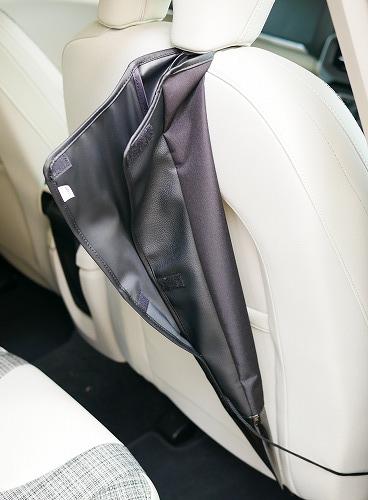 運転席に取り付けた傘ホルダー