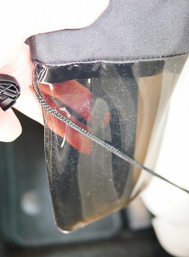 運転席に取り付けた傘ホルダーの先端